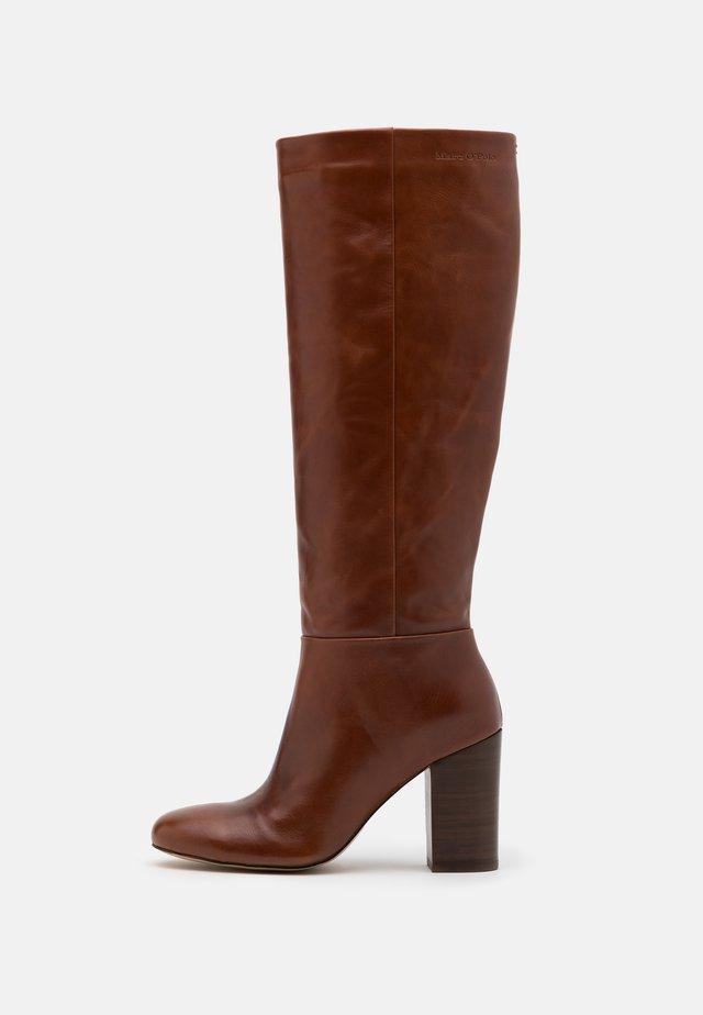 MILENA - Stivali con i tacchi - cognac