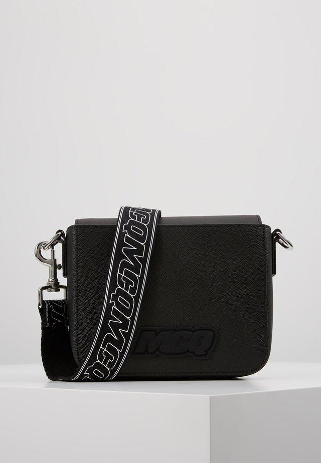 HYPER SHOULDER BAG - Torba na ramię - black