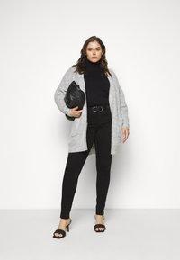 Selected Femme Curve - SLFLIA LONG CARDIGAN - Neuletakki - light grey melange - 1