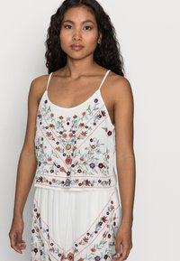 YAS Petite - YASCHELLA SINGLET PETITE - Top - star white/embroidery - 3