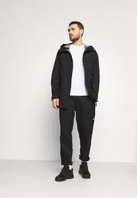 Peak Performance - LIGHT PAC - Hardshell jacket - black - 1