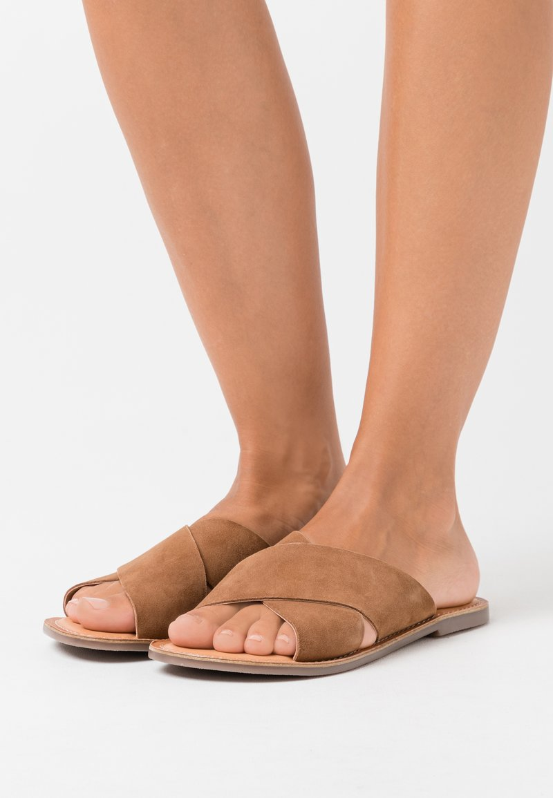 Kickers - DIAZ - Mules - camel
