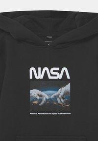 Mister Tee - NASA ASTRONAUT HANDS HOODY UNISEX - Sudadera - black - 2