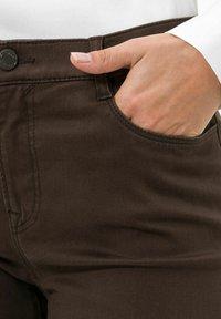 BRAX - STYLE MARY - Trousers - dark chocolate - 3