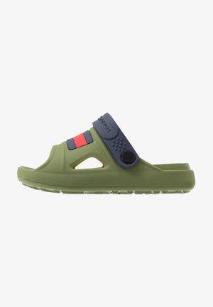 Sandály do bazénu - military green