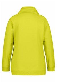 Ulla Popken - Sweatshirt - gelbgrün - 2