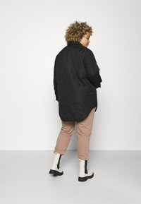 Vero Moda Curve - VMSIMONELOA SHIRT JACKET - Light jacket - black - 2