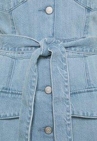 Boyish - THE JOE SAFARI DRESS - Spijkerjurk - light blue - 2