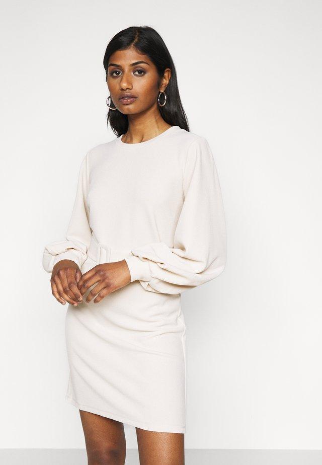 VMCORAL DRESS PETITE - Sukienka z dżerseju - birch