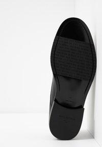 Royal RepubliQ - ALIAS CLASSIC DERBY SHOE - Eleganta snörskor - black - 4