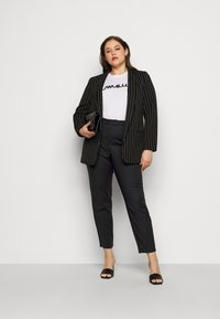 Vero Moda Curve - VMVICTORIA ANTIFIT ANKLE PANTS - Trousers - black - 1
