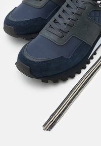 Hackett London - HIKER TRAINER - Trainers - navy - 5