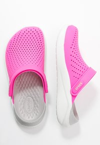 Crocs - LITERIDE - Ciabattine - electric pink/almost white - 3