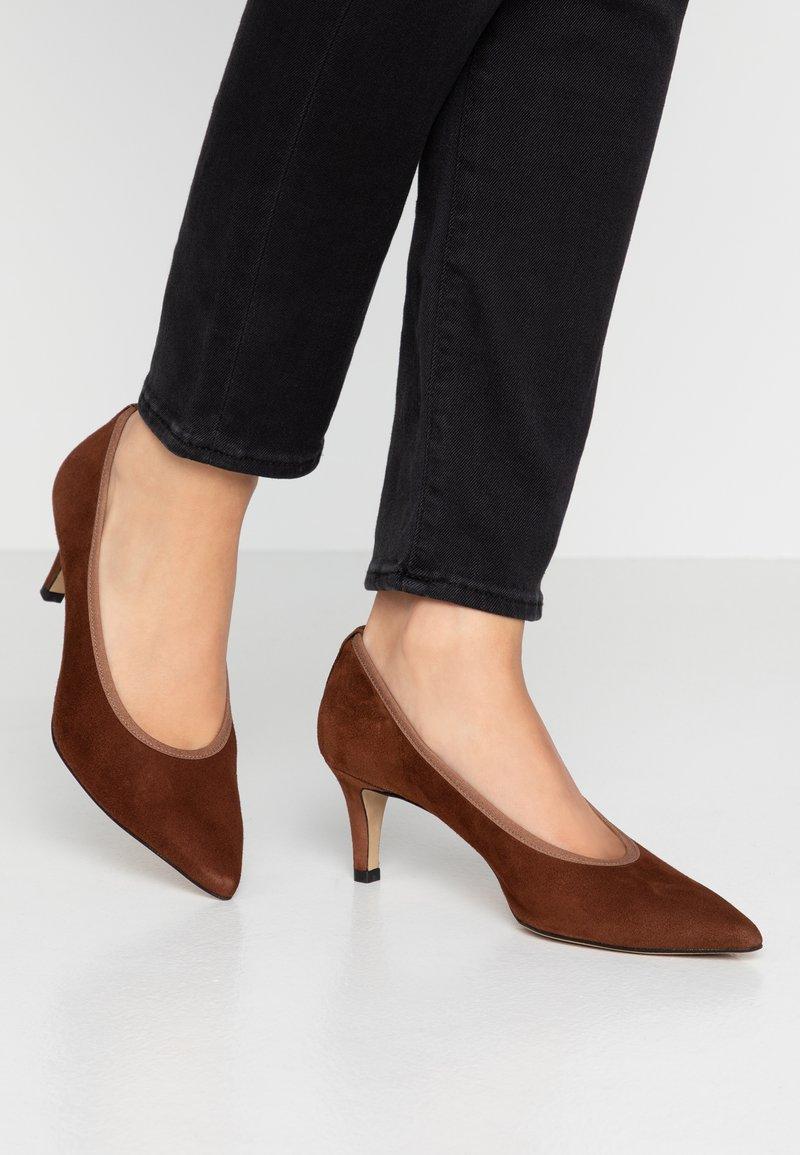 PERLATO - Classic heels - cognac