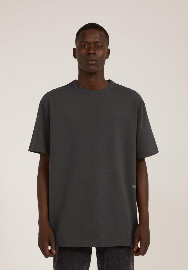 ARMEDANGELS - AALEX - Basic T-shirt - acid black