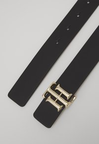 Tommy Hilfiger - REVERSIBLE LOGO BELT  - Belt - black - 1