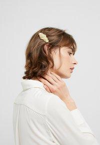 Vero Moda - Haar-Styling-Accessoires - pale banana - 3