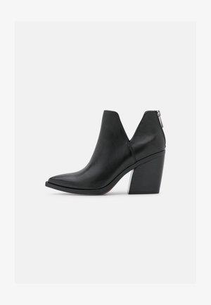 ALYSE - Korte laarzen - black