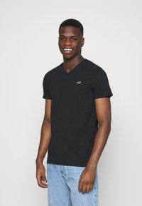 Hollister Co. - 5 PACK - Print T-shirt - white/blue/sage/navy/black - 3