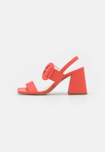 Sandály - coral