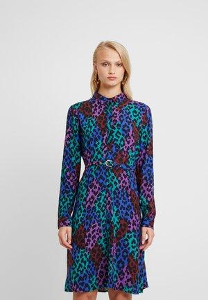 HAYLEY DRESS - Košilové šaty - patchy