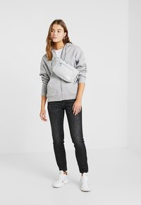 The North Face - BOZER HIP PACK UNISEX - Bum bag - high rise grey/white - 7
