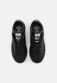 adidas Originals - STAN SMITH UNISEX - Sneakers laag - core black/footwear white - 3
