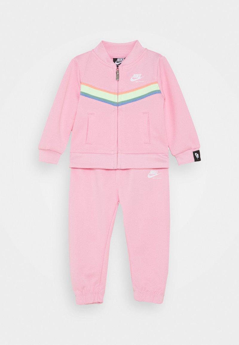 Nike Sportswear - HERITAGE SET - Mikina na zip - pink