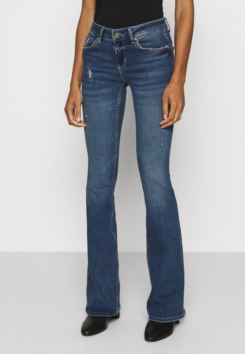 Liu Jo Jeans - BEAT REG - Vaqueros bootcut - blue avatar wash
