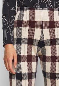 Victoria Victoria Beckham - STRAIGHT TROUSER - Spodnie materiałowe - multi - 7
