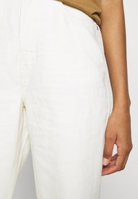 Weekday - ROWE  - Džíny Relaxed Fit - white - 4