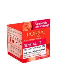 L'Oréal Paris - REVITALIFT ENERGISING RED DAY CREAM - Face cream - - - 2