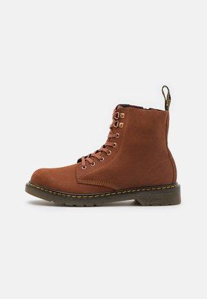 1460 PASCAL UNISEX - Šněrovací kotníkové boty - dark tan/brown