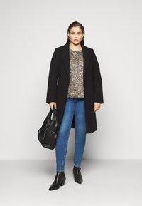 Vero Moda Curve - VMCALAHOPE JACKET - Classic coat - black - 1