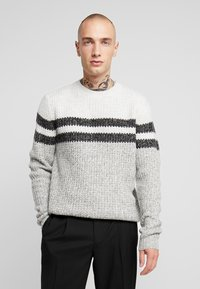 Only & Sons - ONSLAZLO STRIPED CREW NECK - Sweter - cloud dancer - 0