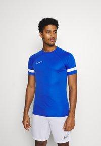 Nike Performance - Camiseta estampada - game royal/white - 0