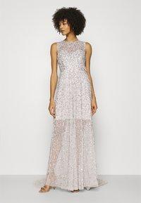 Maya Deluxe - ALL OVER EMBELLISHED MAXI DRESS WITH TRAIN - Vestido de fiesta - soft grey - 0