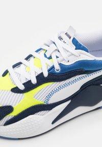 Puma - TWILL AIRMESH - Sneakers basse - white/peacoat - 5