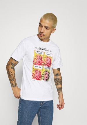 BROADCAST GARMENT DYE - Print T-shirt - white