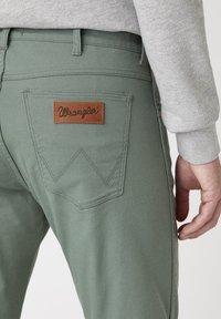 Wrangler - Jeans slim fit - wreath green - 3