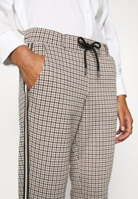TOM TAILOR - CHECKED PANTS - Trousers - camel - 4