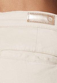 AG Jeans - CADEN - Straight leg jeans - sand - 4