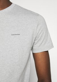 Calvin Klein Jeans - 3 PACK  - T-shirt basic - black/grey/beet red - 7