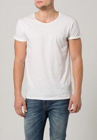 Resteröds - JIMMY - Basic T-shirt - weiß - 1