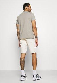 Calvin Klein Jeans - Džínové kraťasy - denim light - 2