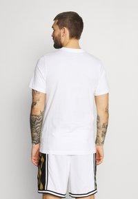 Nike Performance - TEE - Print T-shirt - white - 2