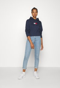 Tommy Jeans - FLAG HOODIE - Sweat à capuche - twilight navy - 1