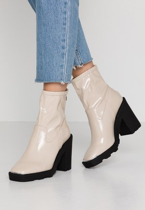 ALTITUDE - High heeled ankle boots - offwhite