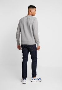 Calvin Klein Jeans - ICONIC MONOGRAM CREWNECK - Mikina - mid heather grey - 2