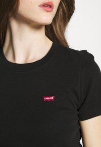 Levi's® - BABY TEE - T-shirts print - mineral black - 4